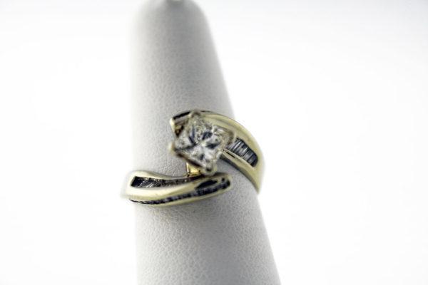1.89CTW, White Gold fashion ring