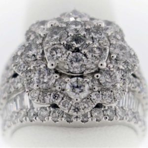4.00 Carat Weight, White Gold, 11.8G Ladies Fashion Ring