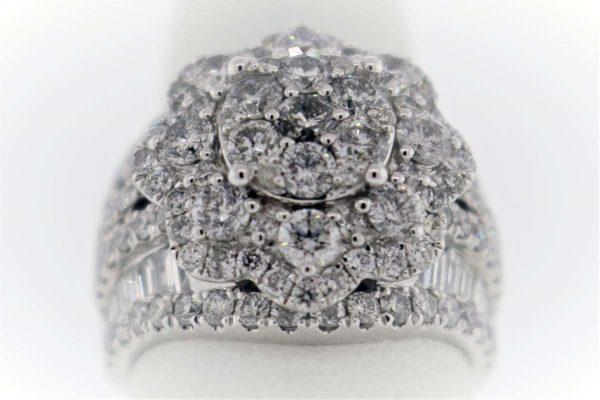 4.00 Carat Weight, White Gold, 11.8G Ladies Fashion Ring