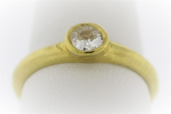 Lady's 4.1G Diamond Solitaire Ring in 18 Karat Yellow Gold