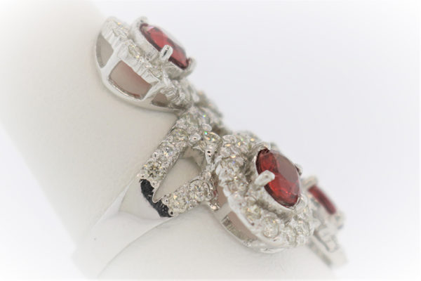 Lady's 7.0G Sapphire Fashion Ring in White Gold
