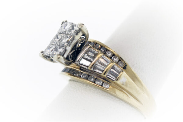 8.7G Ladies Fashion Ring in 14K Yellow Gold