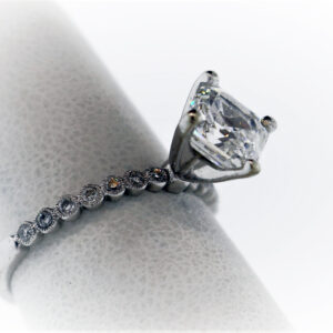 Ladies Engagement Ring in White Gold