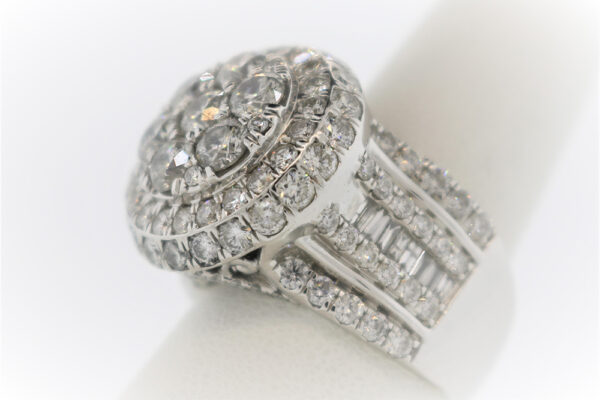 17.1G Ladies Fashion Ring in White Gold