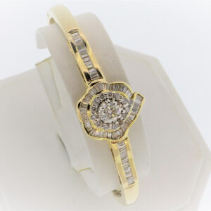 17.G Ladies Diamond and 14K Yellow Gold Bangle